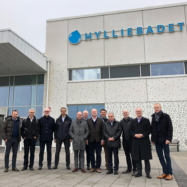 2019 03 - pool expert circle - meeting in Malmo - group in front of Hylliebadet