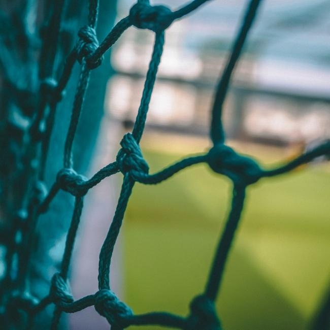 Blue metal barb wire zkx29dCIzO0-unsplash - krish_650